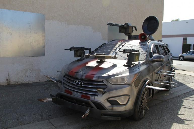 Hyundai Santa Fe- Zombie Survival Machine
