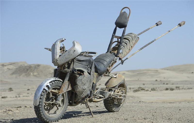 мотоцикл из безумного макса