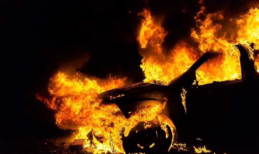 Пожар: Что делать, если машина загорелась?