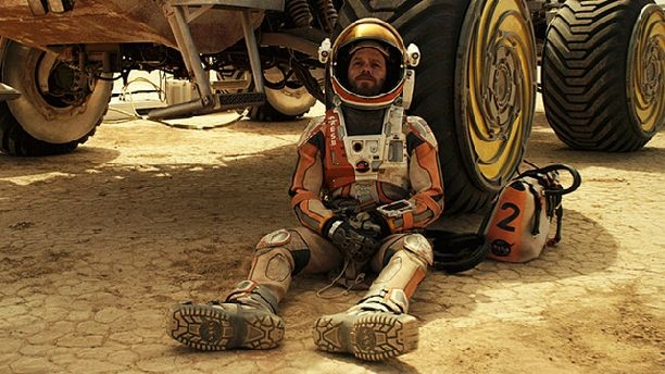 марсианин у марсохода