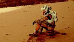 косманавт на марсе