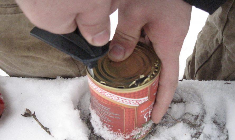 Ещё один способ открывания консервной банки без открывалки. Лыжная палка.