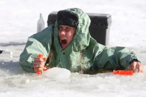 провал под лёд спасение