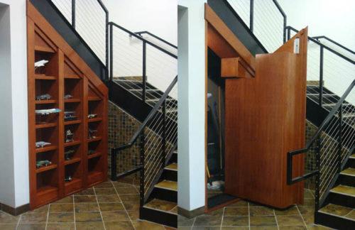 секретная дверь под лестницей