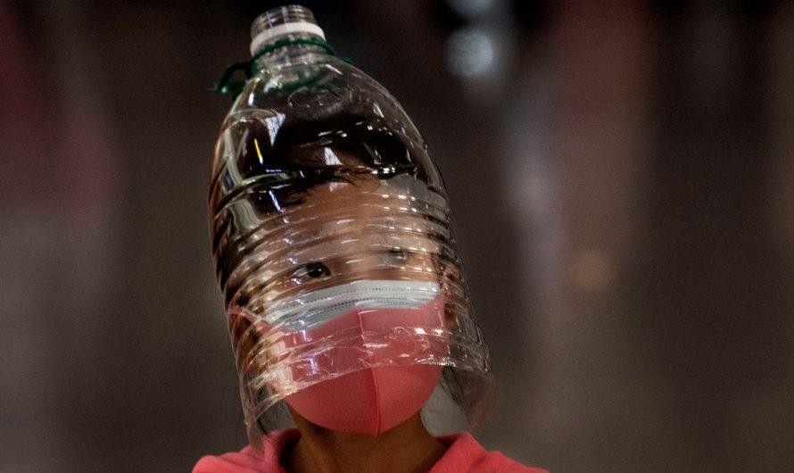 Самодельная защита от коронавируса. Фотоматериал о том, как люди пытаются защитить себя от пандемии.